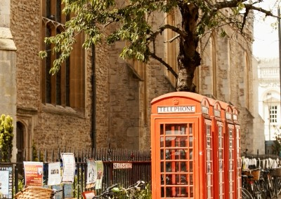 anche-a-cambridge-le-cabine-del-telefono-rosse-in-stile-uk