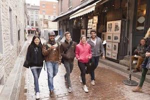 studenti-internazionali-per-le-vie-della-citta-canadese